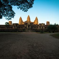 Svítání nad Angkor Watem